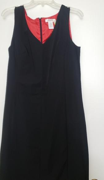 Isaac Mizrahi Dresses & Skirts - Basic black dress with red lining